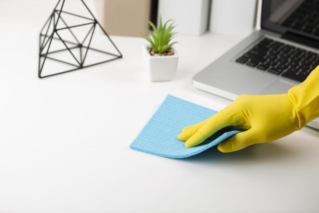 Nettoyage en profondeur du poste de travail
